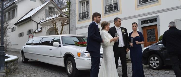 Hochzeitsgäste chauffieren