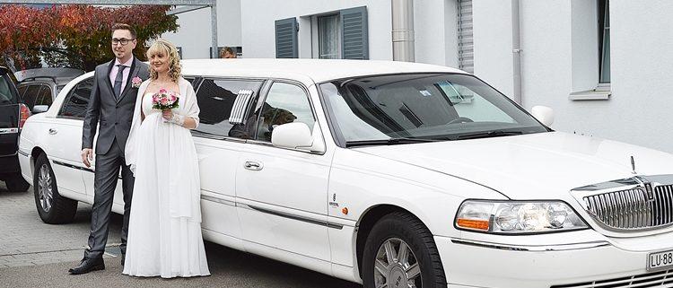 Hochzeit Victoria Robert mit Limousine