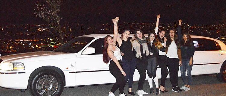 Sarahs Limousine zur Geburtstagsparty