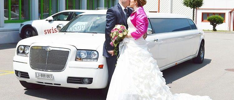 Carla und Pascal heiraten mit Limousine in Uri