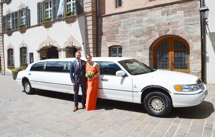Hochzeitslimo Tour in Basel zur Hochzeit fürs Brautpaar