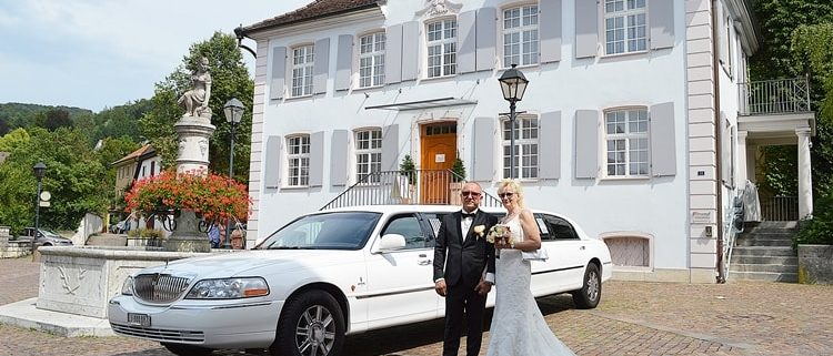 Hochzeitsüberraschung mit Limo nach Basel