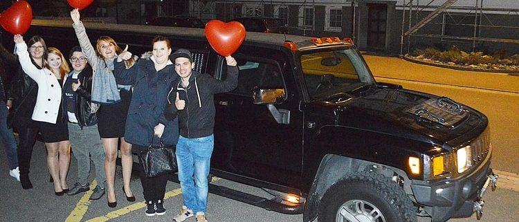 Özlems Hummer Limousine am Geburtstag