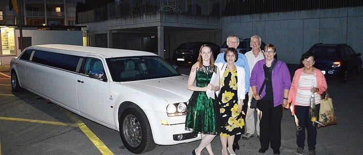 Kimberleys Feier mit Limousinenfahrt nach Hause