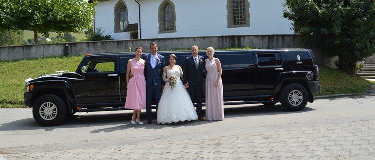 Dana und Stefans Hummer Hochzeit