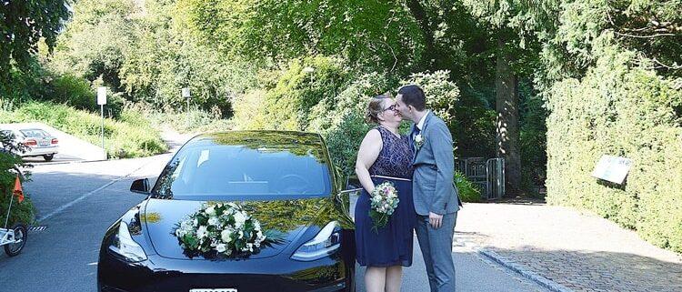 Tesla 3 zur Hochzeit von Janine & Michael